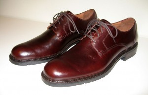 1024px-Mens_brown_derby_leather_shoes